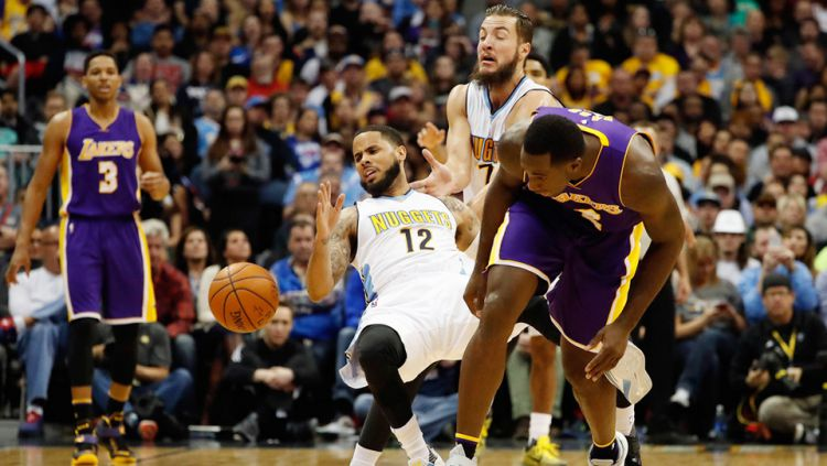 Situasi pertandingan antara LA Lakers melawan Denver Nuggets. Copyright: © INTERNET